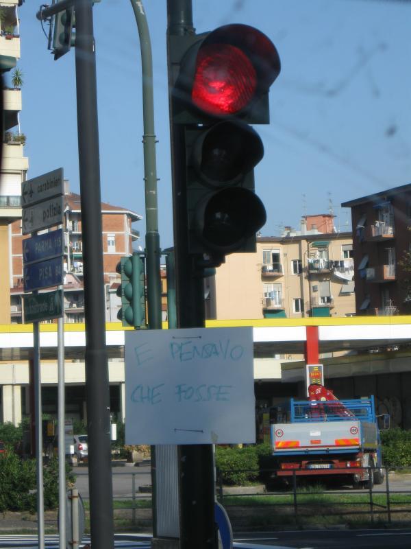 ogni-tanto-si-incontrano-strani-cartelli....jpg